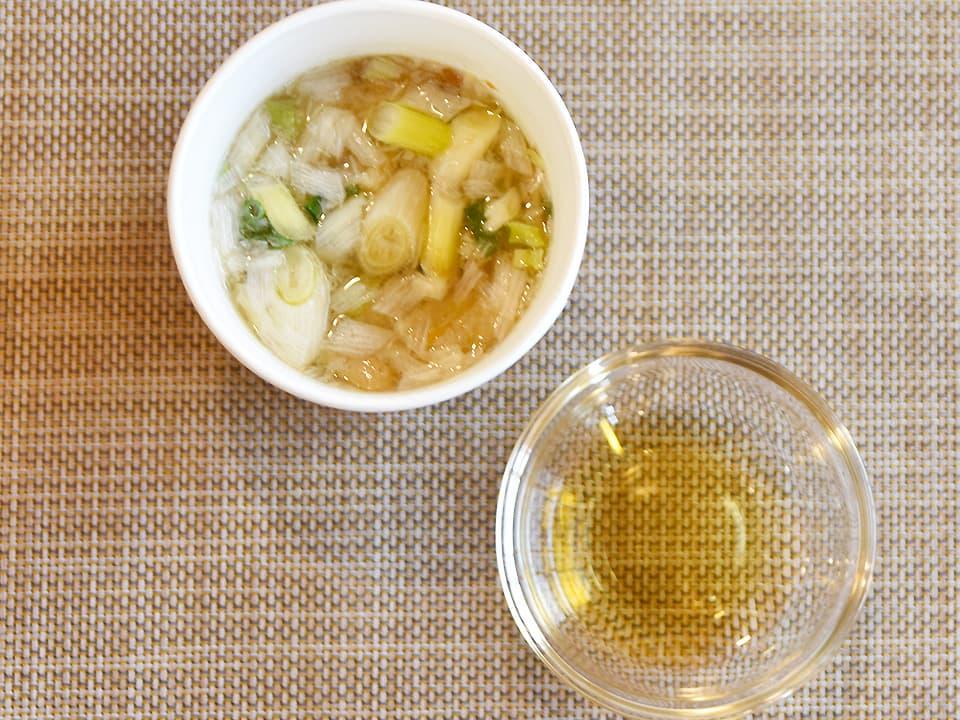 料理写真_味噌汁にお酢