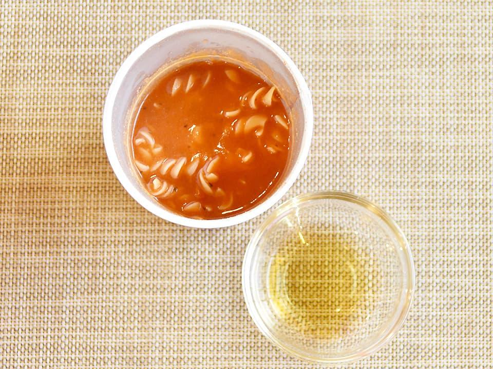 トマトスープパスタにお酢