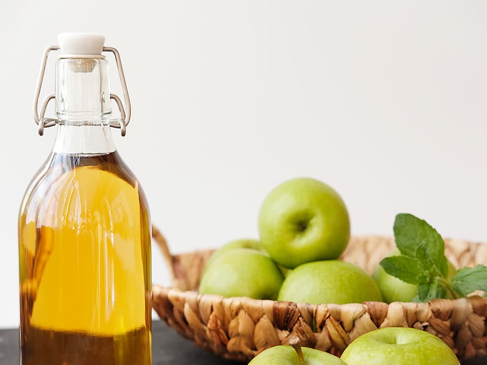 イメージ写真_りんご酢とりんご