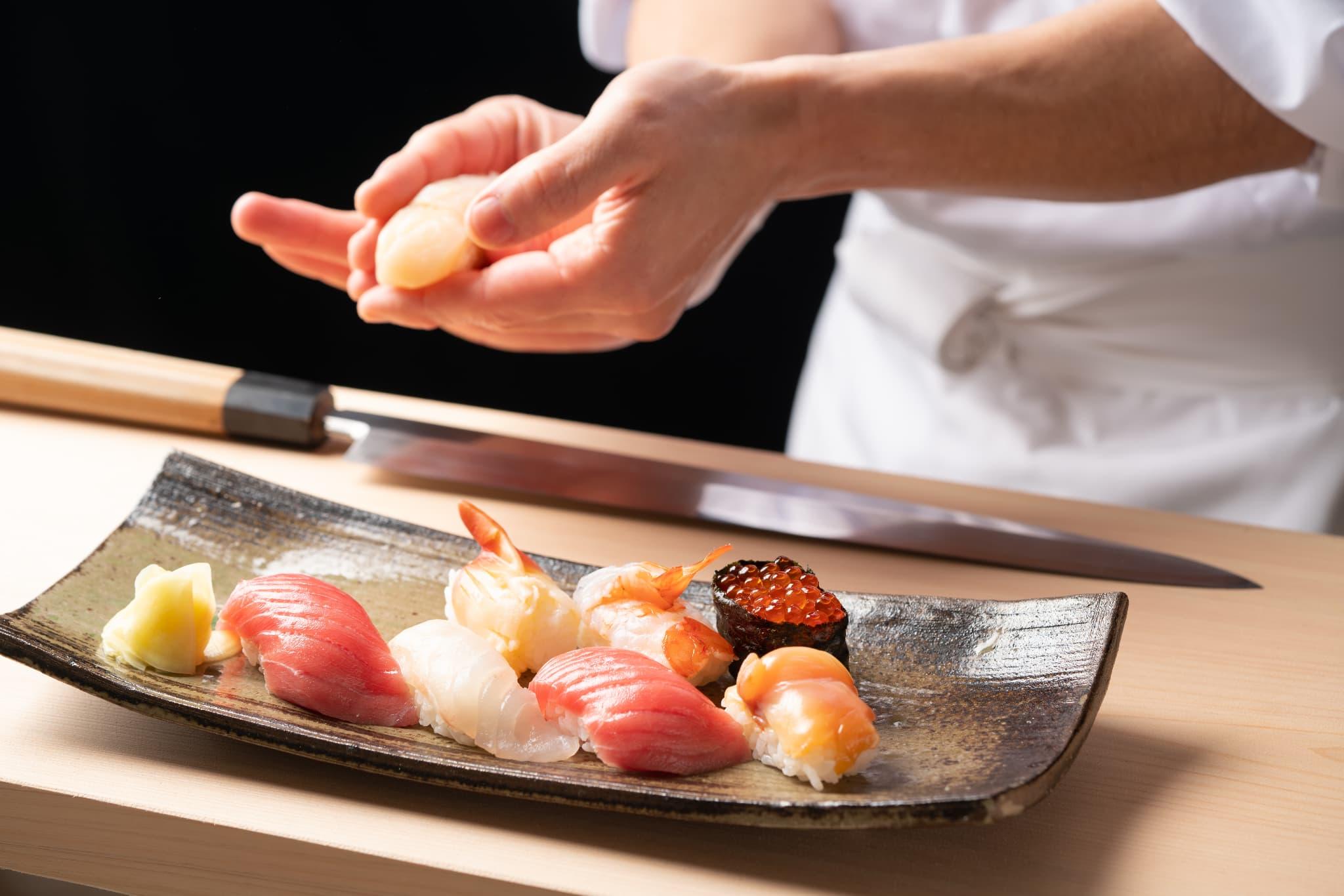料理写真_寿司を握っているシーン