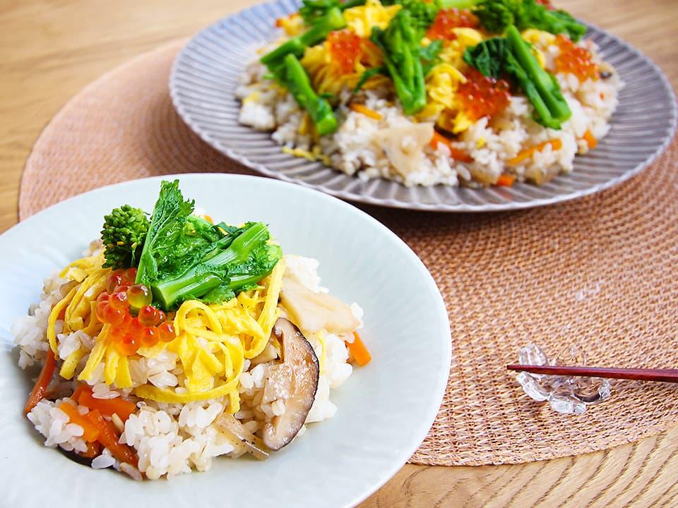 イメージ写真_お皿に盛り付けたちらし寿司