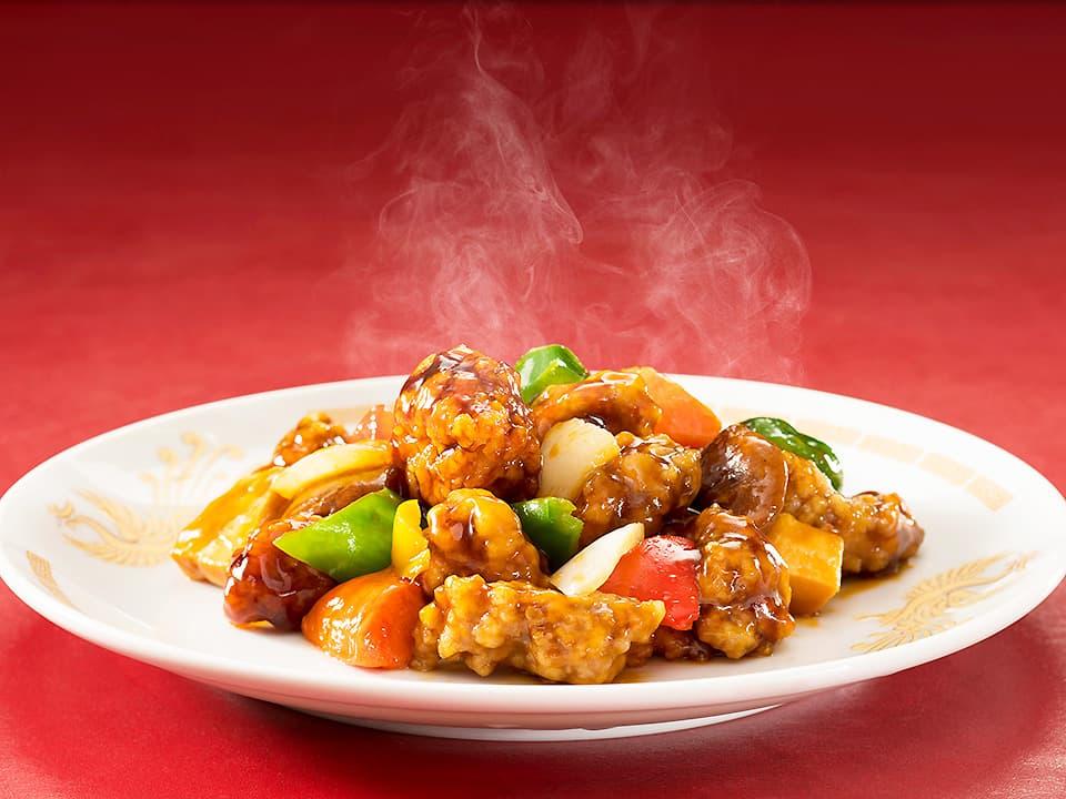 料理写真_お皿に盛り付けた酢豚