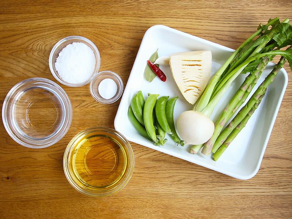 食材写真_ピクルスの材料_春野菜と調味料