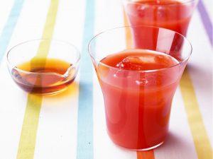 野菜ジュースと黒酢のドリンク