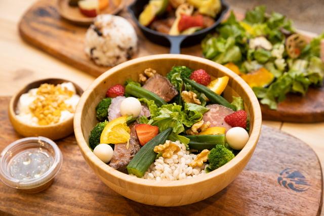写真_萩野菜ピクルスのカフェで販売されている美腸サラダボウル